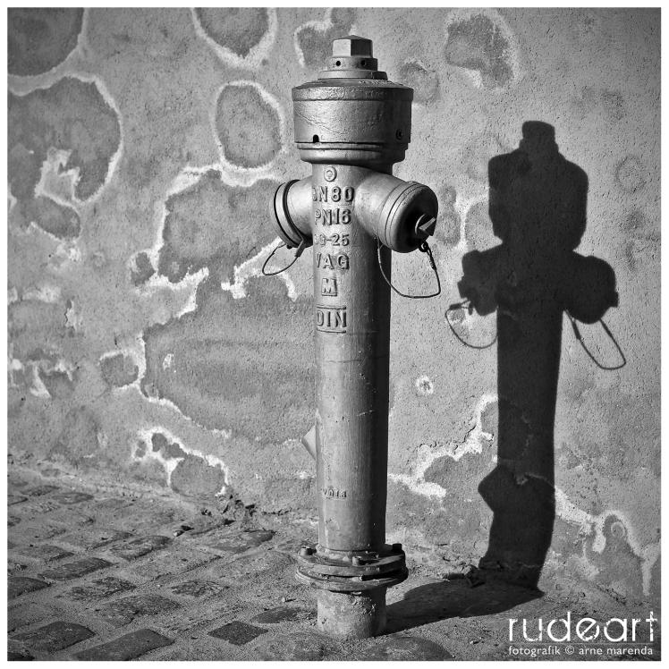 Wasserhydrant an der Burgmauer
